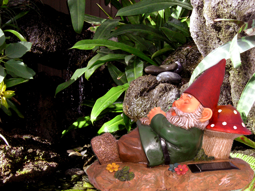 Solar Garden Gnome Sleeping on Mushroom - Click Image to Close